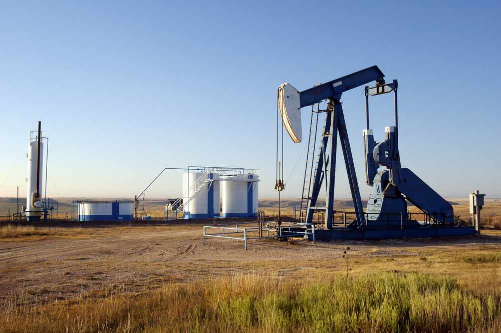 oil-well-and-storage-tanks